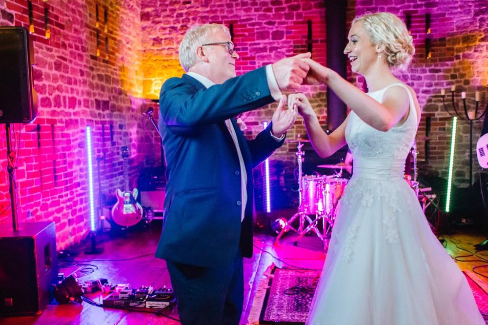 Bartholomew Barn West Sussex Wedding Photography (11)